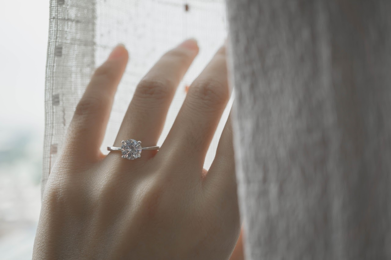 Delicate Engagement Ring Styles Prove Less is More
